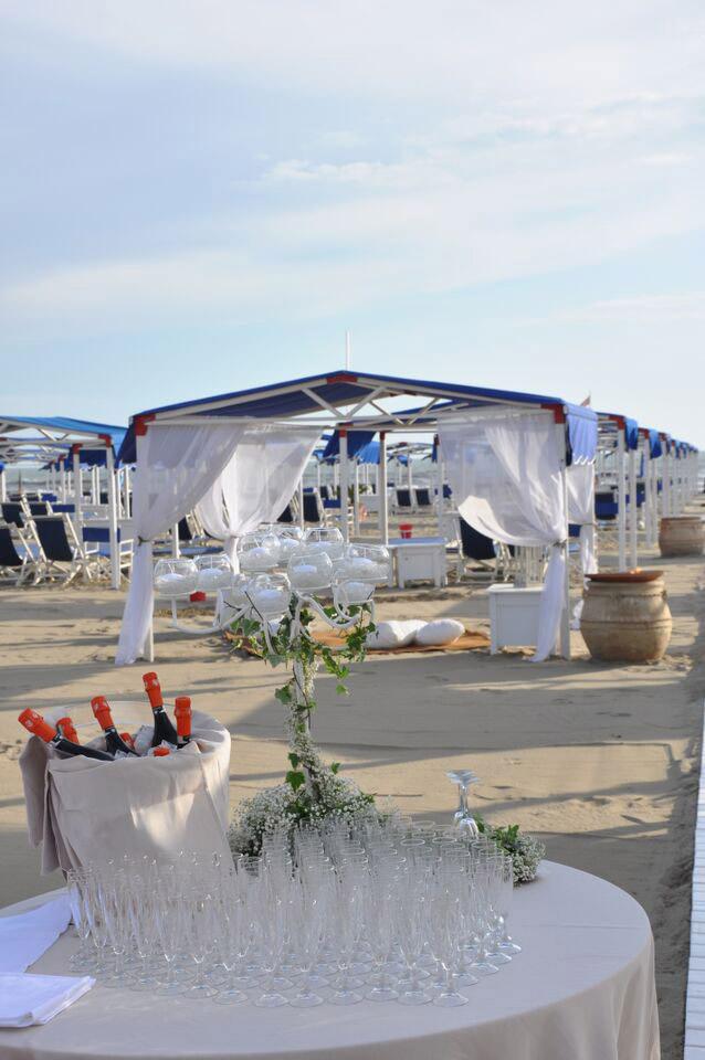 Matrimonio Spiaggia Forte Dei Marmi : Matrimonio in spiaggia a forte dei marmi augustus hotel